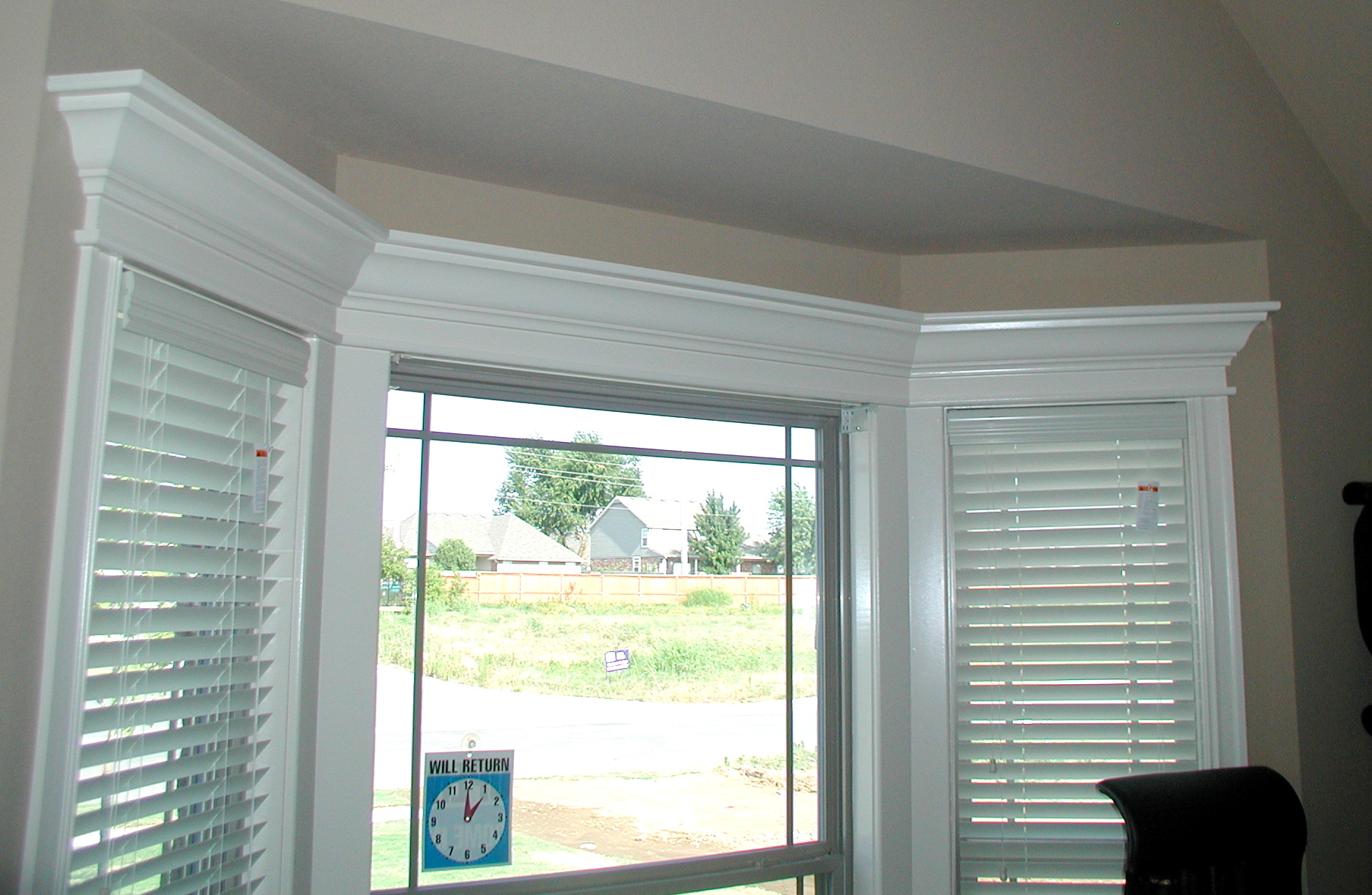 Doorway and window molding front porch cozy for Top window design