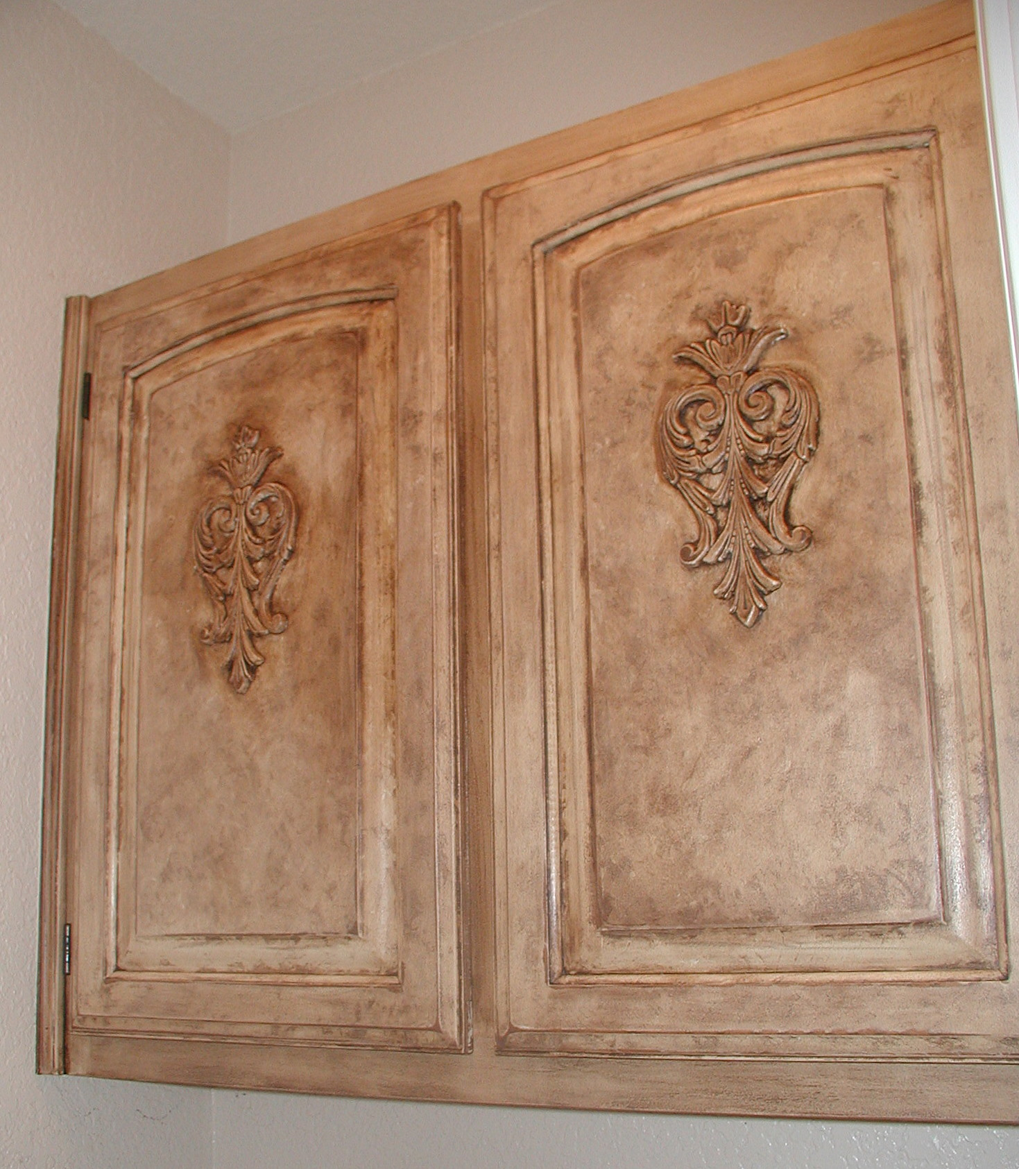 Painting Kitchen Cabinets Annie Sloan: Project: Transforming Builder Grade Cabinets To Old World