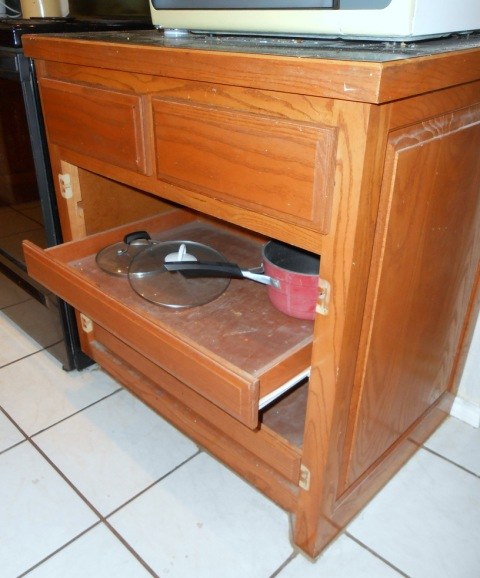 Picture Of Under Cooktop Kitchen Drawers: Kitchen: Pull-out Drawers For Pot Storage