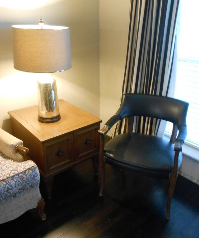 lamp_table_chair_LR